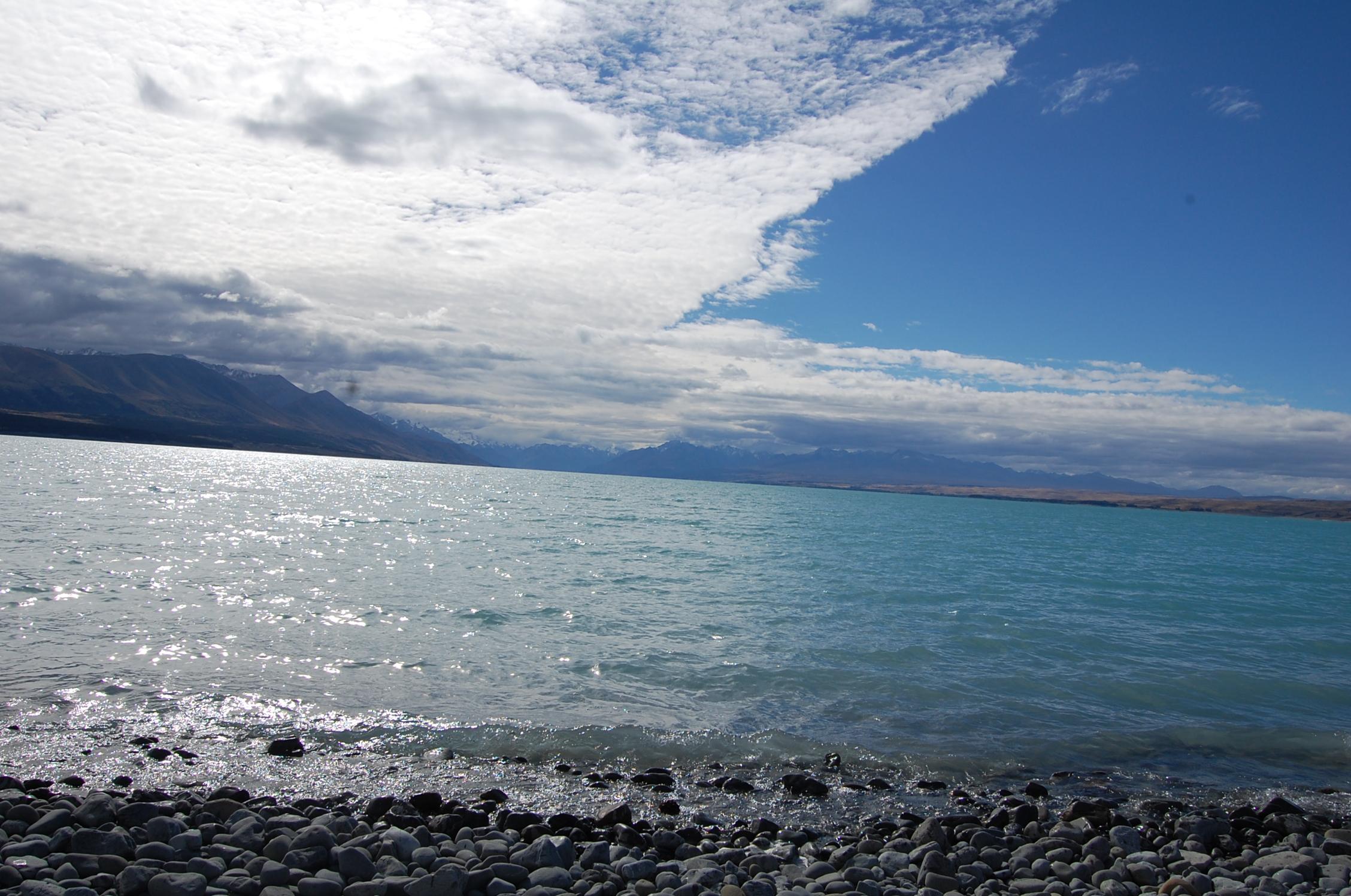 NZ03-lake-punakaiki