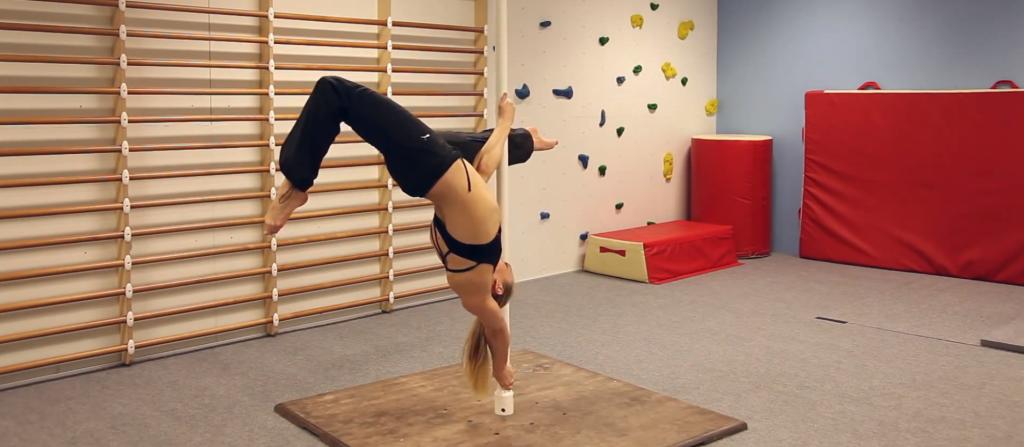 oona-kivela-pole-dancing