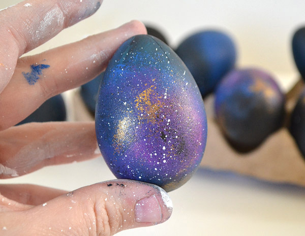 How-to-Make-Colorful-Galaxy-Easter-Eggs-1